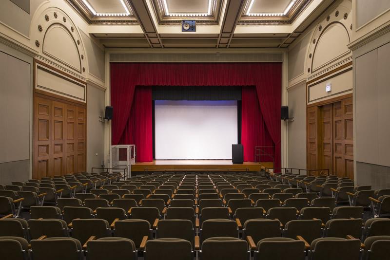 پرده برقی نمایش پروژکتور جهت مراکز فرهنگی و سینمائی